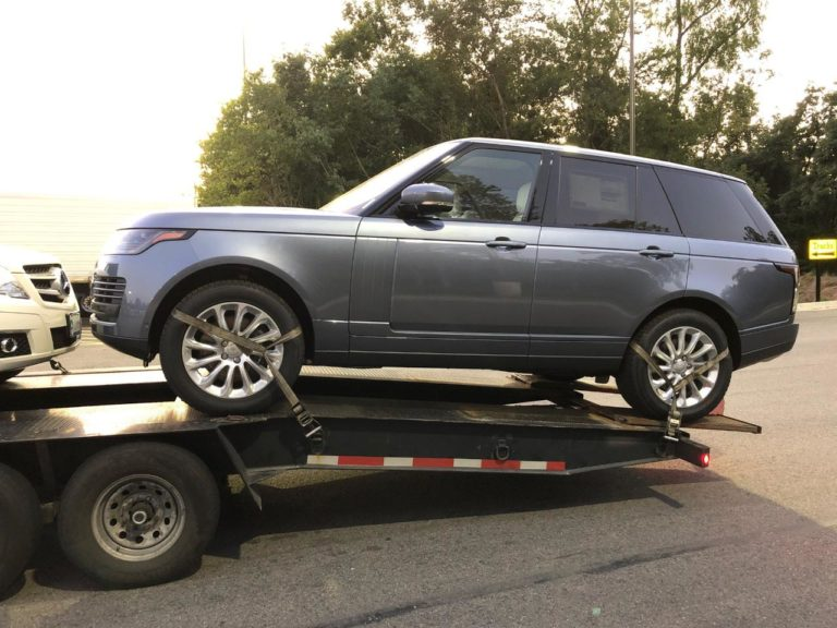 grey range rover being loaded on transport trailer for autotransport.com for wyoming driveaway services